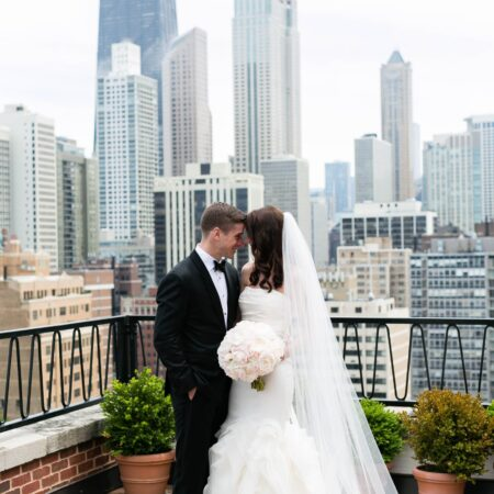 bride and groom chicago skyline photo